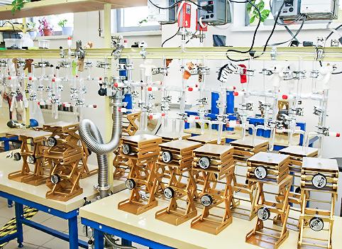 Układ próżniowy używany przy wytwarzaniu i oczyszczaniu CO2 w Poznańskim Laboratoriium Radiowęglowym
